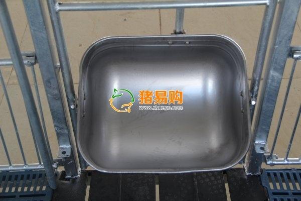 增鑫牧业 不锈钢圆形料槽猪用食槽猪料槽养猪设备