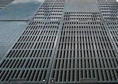增鑫牧业厂家直销球墨铸铁全漏粪/半漏粪地板,产床母猪位球墨铸铁地板